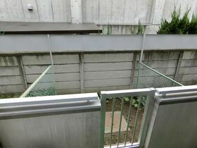 モナークマンション代々木上原 0105号室の庭