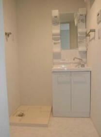 ライズ中野松が丘 205号室の洗面所