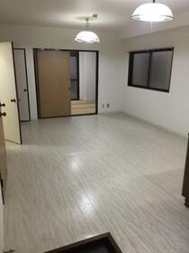 第3水野ビル 105号室のリビング