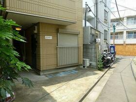 ルキヤ幡ヶ谷(ハタガヤ) 301号室のエントランス