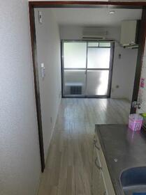 メゾン・ド・アドミレ 0202号室のリビング
