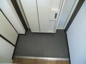 メゾン・ド・アドミレ 0202号室の玄関
