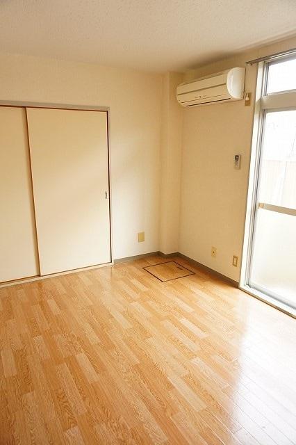 エルディム藤村B 01020号室のリビング