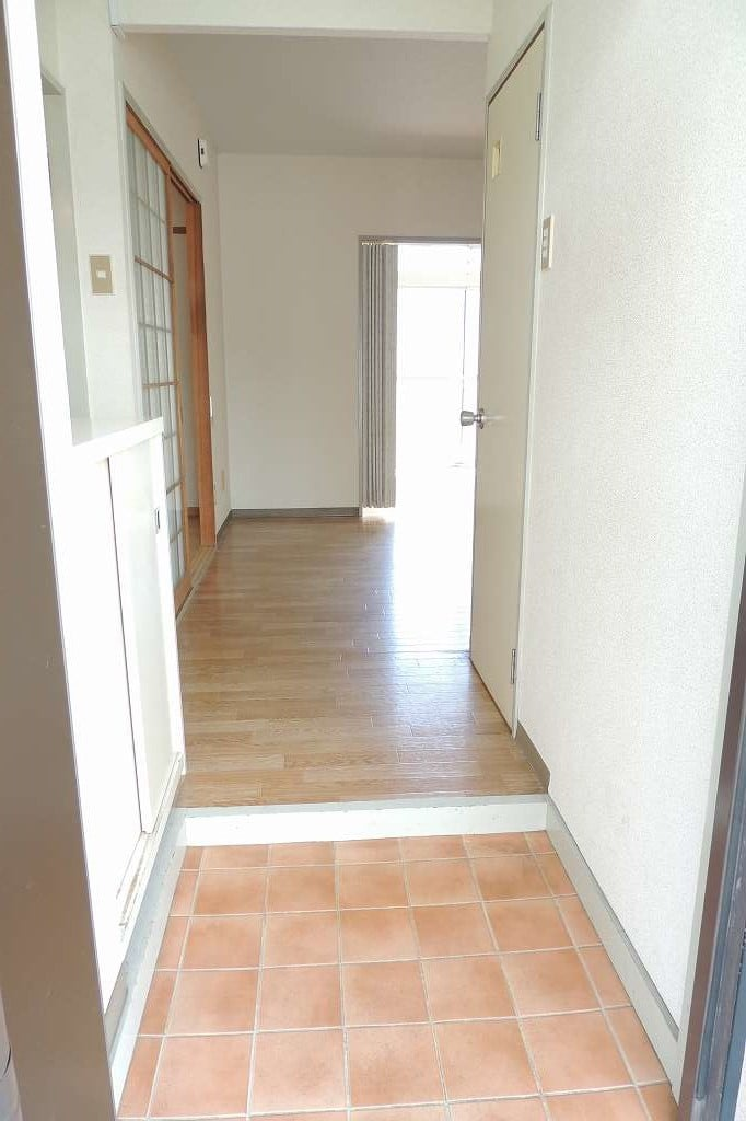 エルディム藤村B 01020号室の玄関