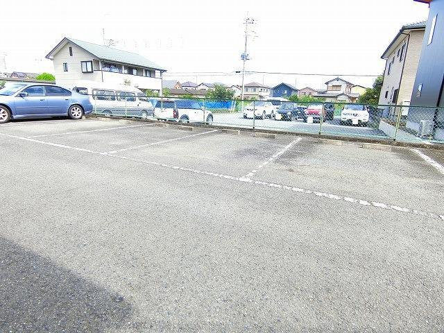 ウィングス21 02060号室の駐車場