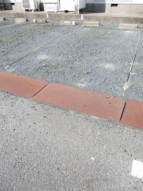 メゾンパストラルB 02010号室の駐車場