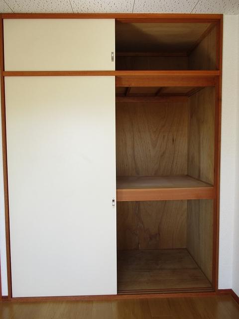 メゾンパストラルB 02010号室の収納