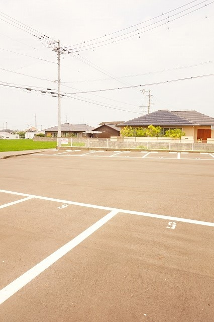 ハイム・トシ 01030号室の駐車場