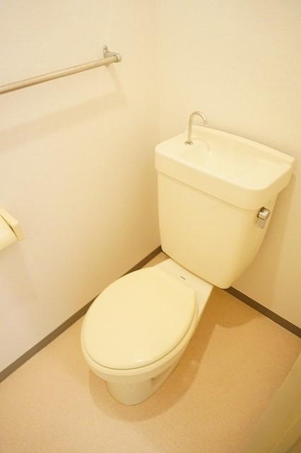 ハイム・トシ 01030号室のトイレ