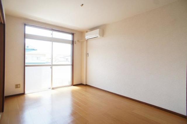 メゾンユキエ 02030号室のリビング
