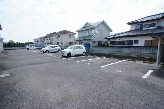 メゾンユキエ 02030号室の駐車場