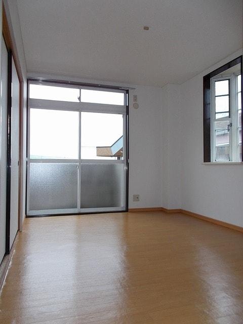 ピースファルハイツ 02050号室のリビング
