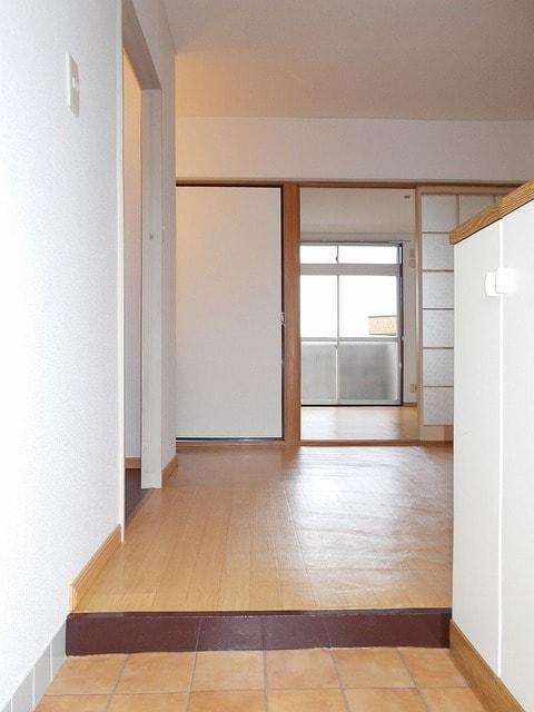 ピースファルハイツ 02050号室の玄関
