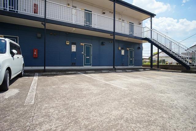 エルディム川島A 01030号室の駐車場