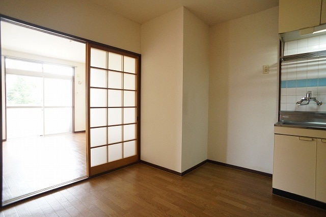 エルディム川島A 02010号室のリビング