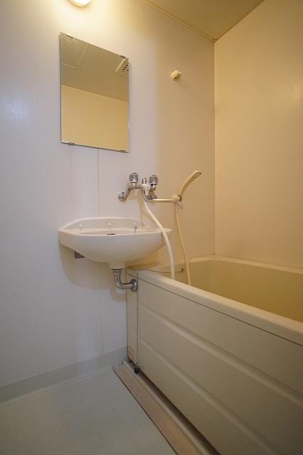 エルディム川島A 02010号室の風呂