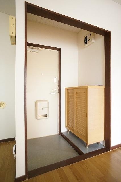 エルディム川島A 02010号室の玄関