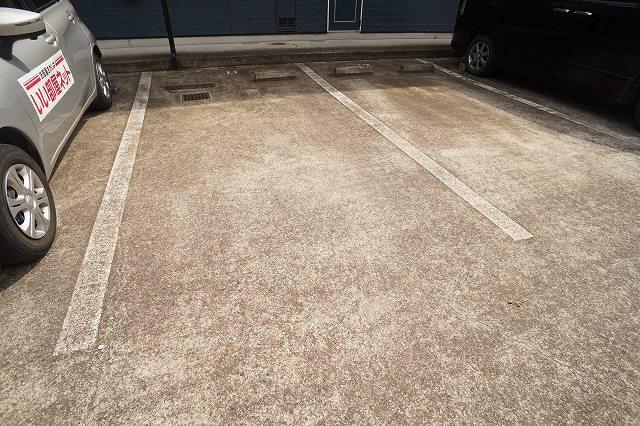 エルディム川島A 02010号室の駐車場