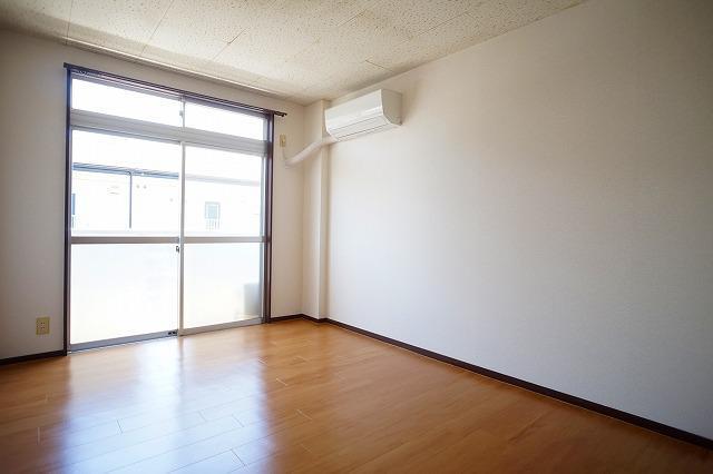 エルディム川島B 02020号室のリビング