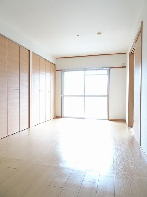 マンションローレル 03010号室のリビング