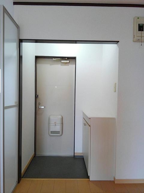 エルディムティンクル 206号室の玄関