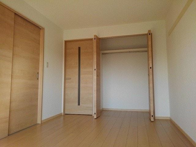 シャトー志水 302号室の玄関