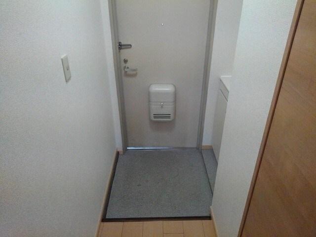 シャトー志水 302号室の駐車場