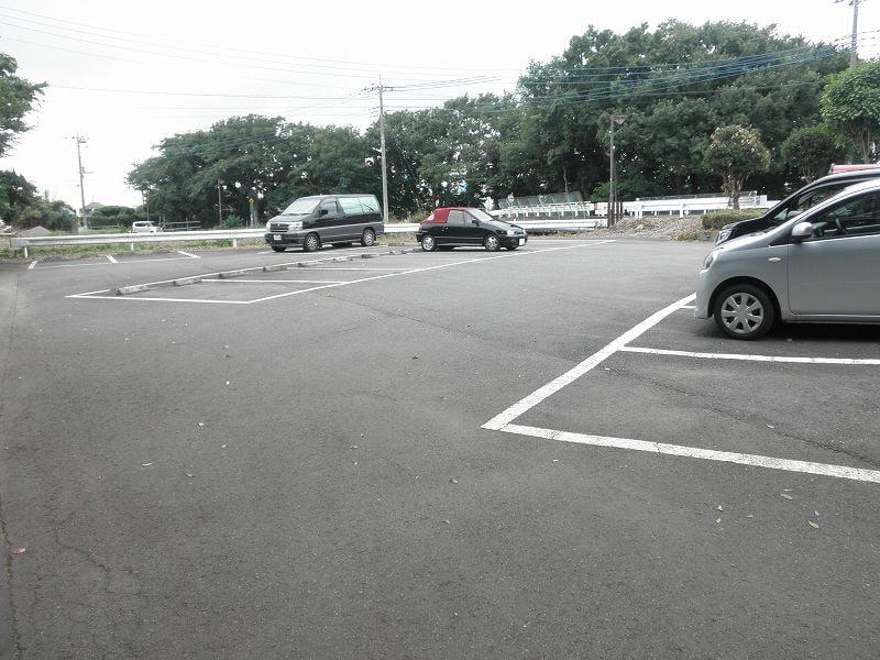 グリーンハイツこきぬ 02030号室の駐車場