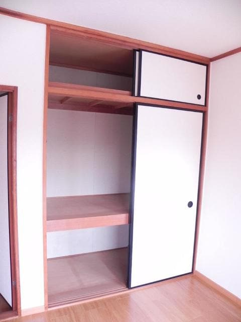 エルディムパークサイド 02010号室の収納