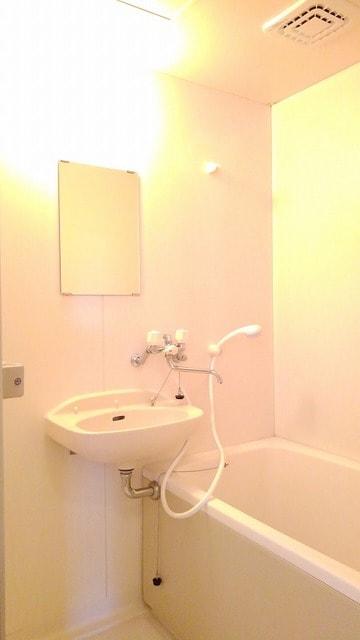 ガーデンヒルズ 101号室の風呂
