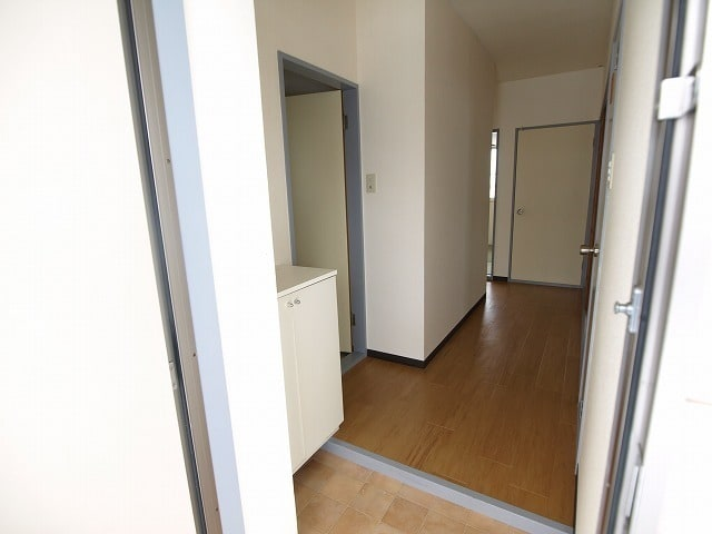 レインボウT・K 02040号室の玄関