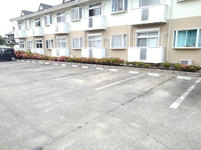 コーポ梨花 02040号室の駐車場