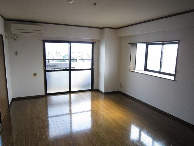 グランドバレー 03050号室のリビング