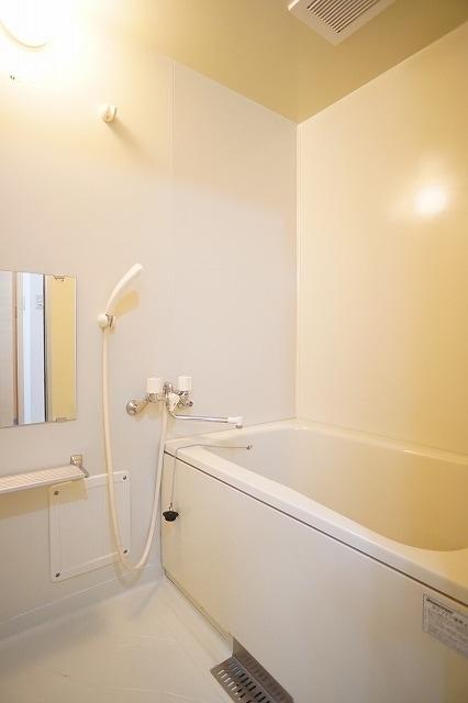 メゾンプレミールA 01020号室の風呂
