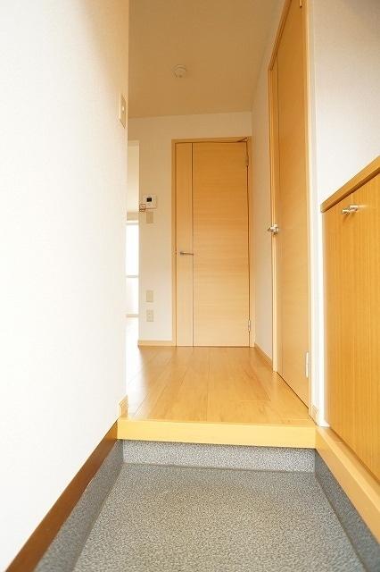 メゾンプレミールA 01020号室の玄関