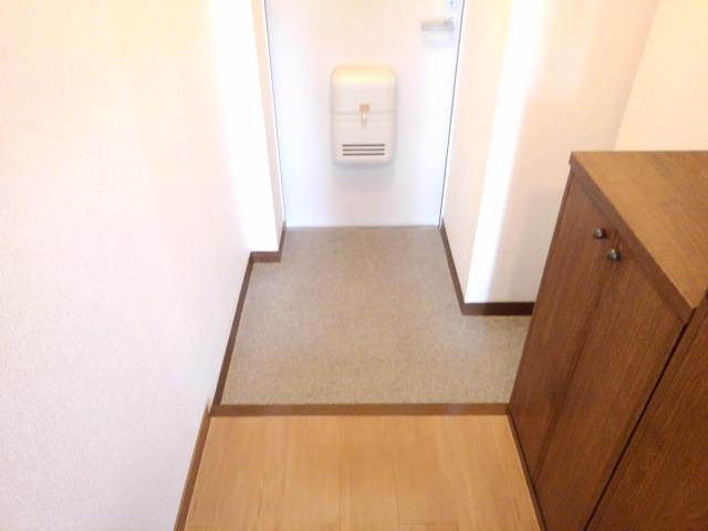 ファミールフジA 02030号室の玄関