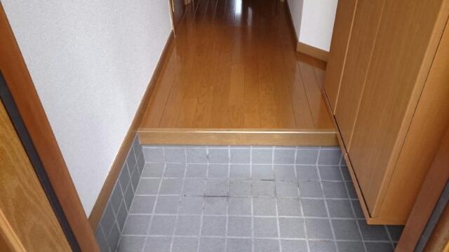フロレスタⅠ 101号室の玄関