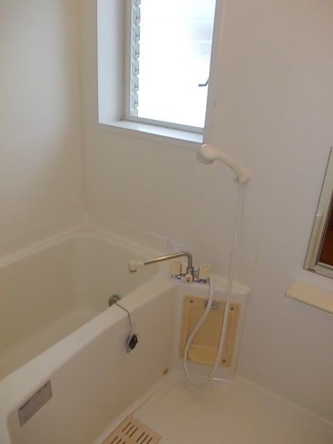 フロレスタⅠ 201号室の風呂