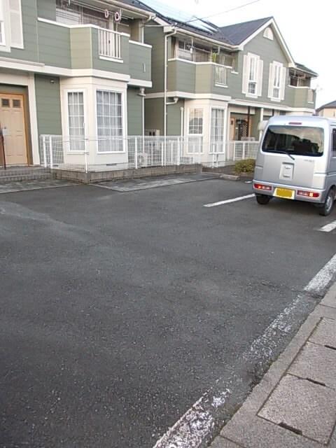 フロレスタⅠ 201号室の駐車場