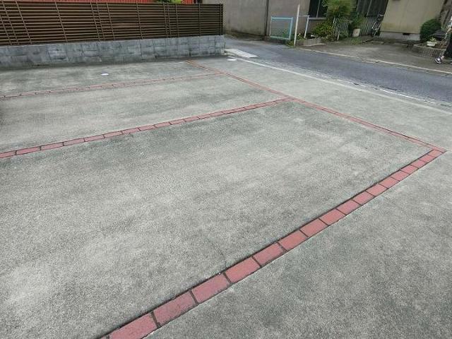 キッズタウン2 02030号室の駐車場