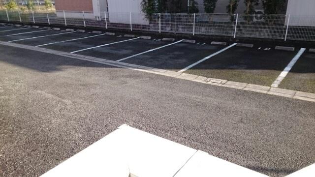 アップルハウス 205号室の駐車場