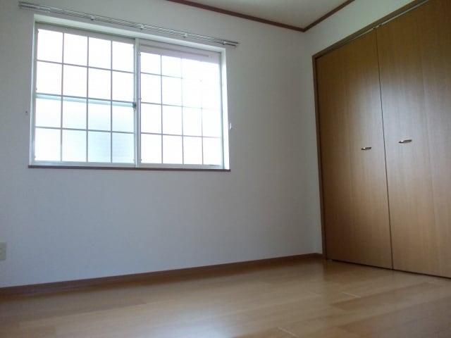 コスモスB 203号室の居室