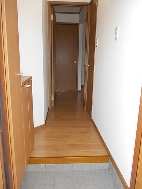 アーク 01020号室の玄関