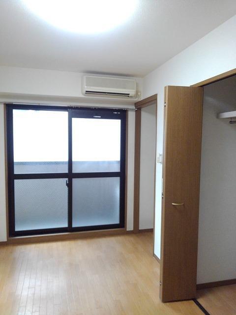 ラ・メゾン カシュ 02030号室の玄関