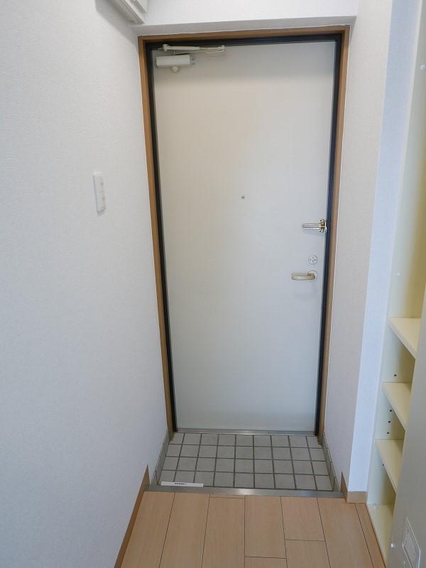 ラフィーネ 伏見 102号室の玄関
