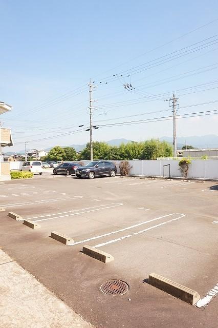 サニーフィールドからたちA 02010号室の駐車場