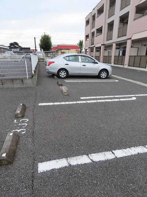グレイスヴィラ 03050号室の駐車場