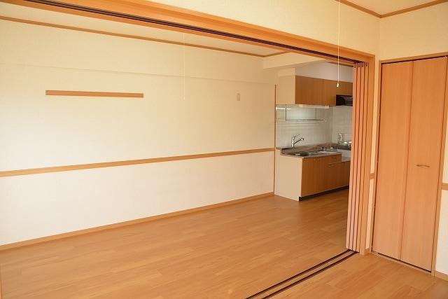 サン ハウス 401号室の居室