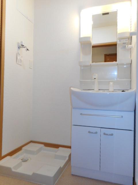 ブリーズ・アヴェニュー 02010号室の洗面所