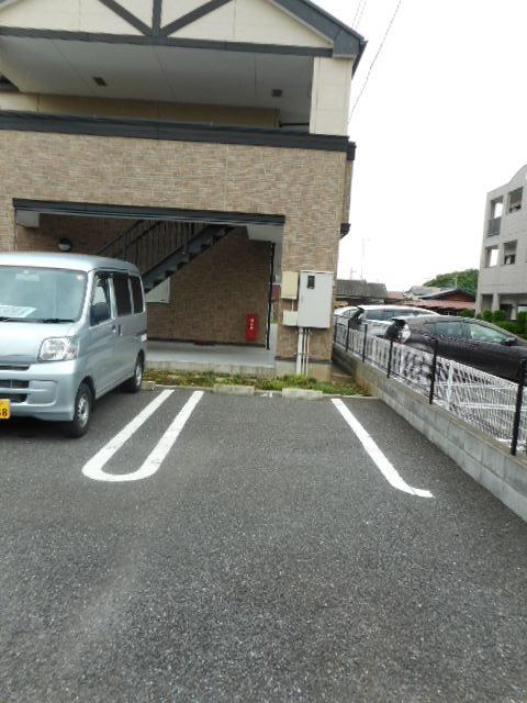 ブリーズ・アヴェニュー 02010号室の駐車場